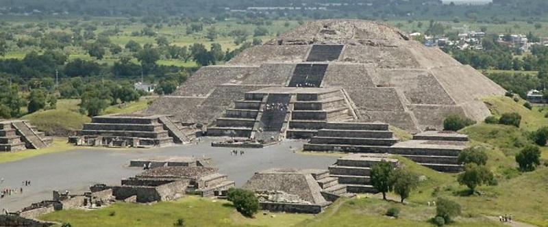 PyramidOfTheMoonTeotihuacan