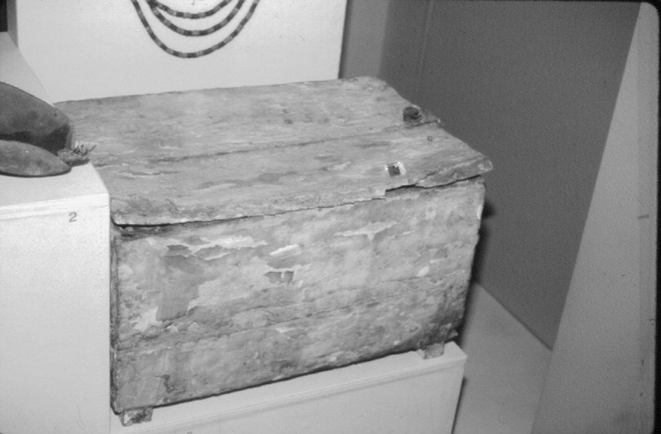 1827-baby-skeletons-box