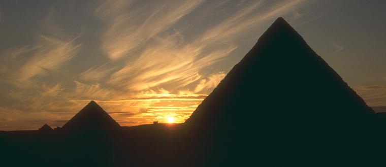 5077-egypt-pyramids