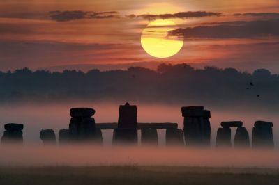 7326-stonehenge-sunrise