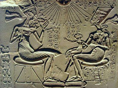9626-akhenaten-nefertiti-sm