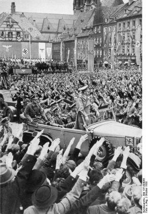 hitler-crowd