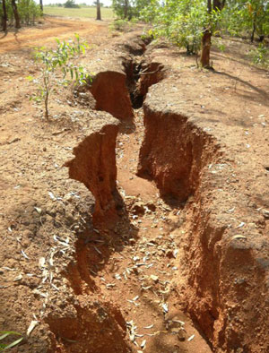 Gosh-Maji-laterite-erosion-gully