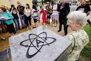 10220-atheist-monument