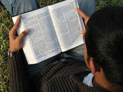 boy-reading-bible
