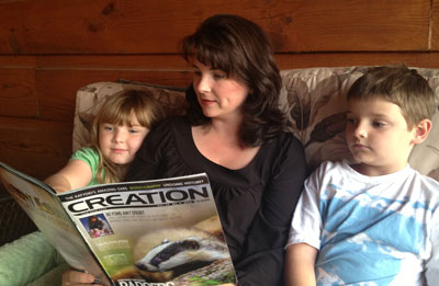 Family-reading-Creation