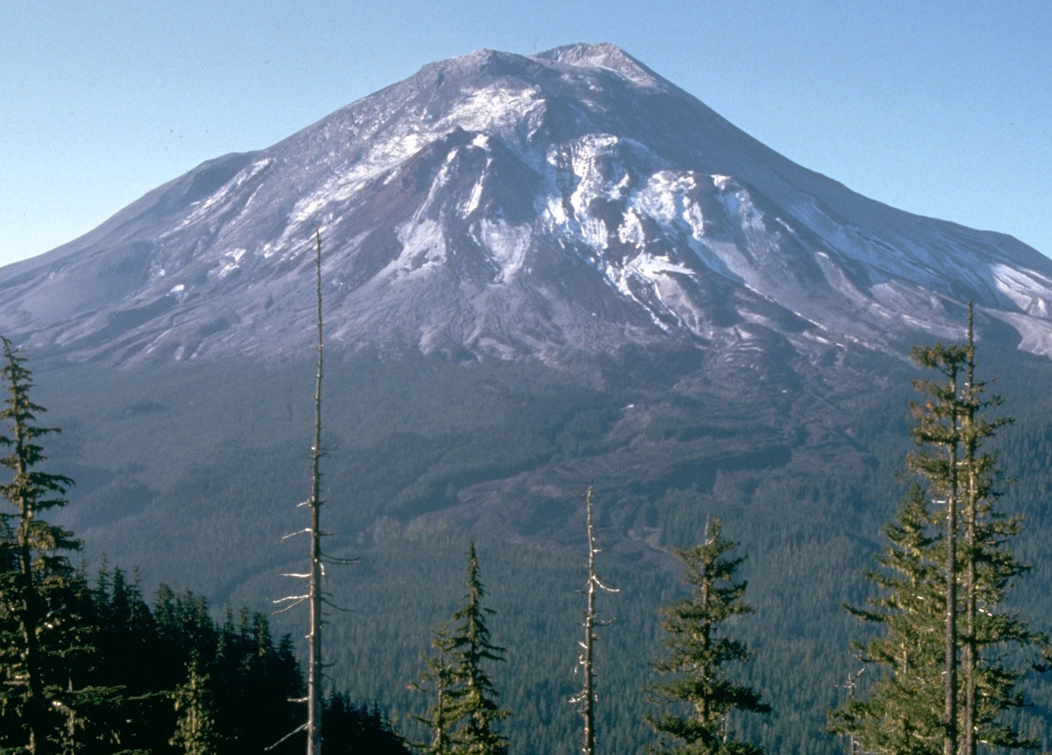 11976-mt-st-helens-before-eruption