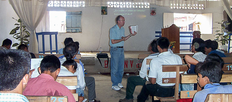 bob-teaching-at-Peruvian-jungle