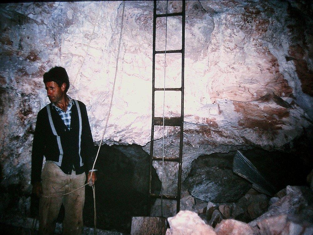 14736-opal-mine