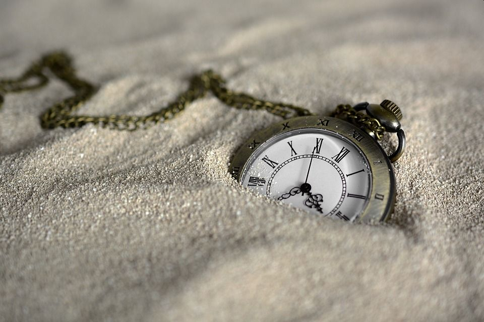 watch-in-sand