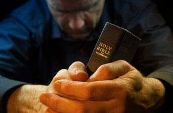 bible-praying-hand