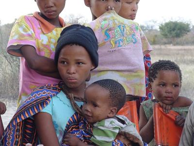 Namibian-bushmen-girls